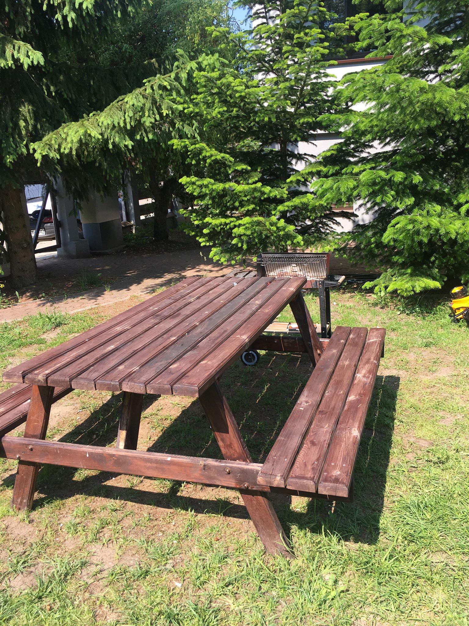 Meble ogrodowe do biesiadowania   pokoje nad jeziorem łagowskim